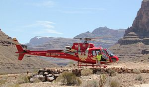 Helikopter landat nere i Grand Canyon